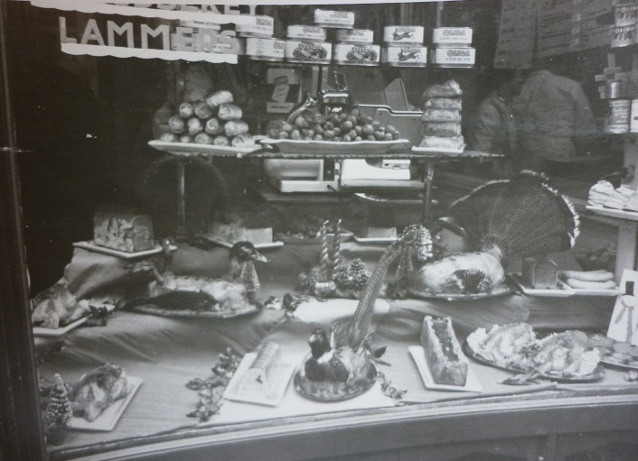 Photos d 39 une boucherie rue de la monnaie lille dans les ann es 1950 broc 39 en 39 guche - La table du boucher lille ...