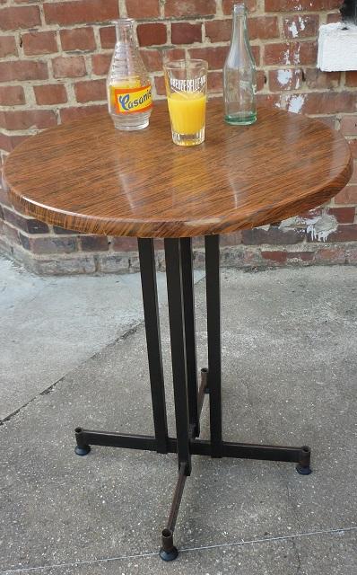 table gu ridon de bistrot en m tal et stratifi formica vintage broc 39 en 39 guche. Black Bedroom Furniture Sets. Home Design Ideas