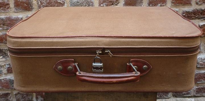 ancienne valise en toile cadre en bois broc 39 en 39 guche. Black Bedroom Furniture Sets. Home Design Ideas