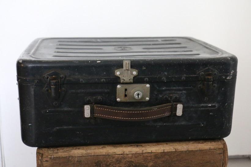 valise de la marine nationale en aluminium broc 39 en 39 guche. Black Bedroom Furniture Sets. Home Design Ideas