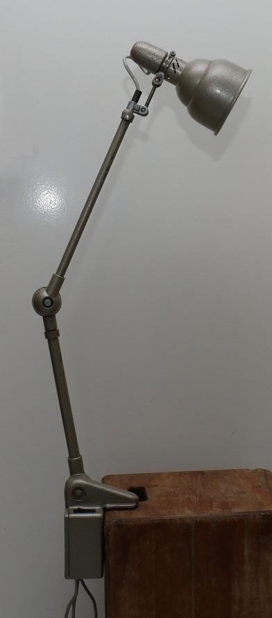 lampe d 39 atelier lumina 1950 60 broc 39 en 39 guche. Black Bedroom Furniture Sets. Home Design Ideas