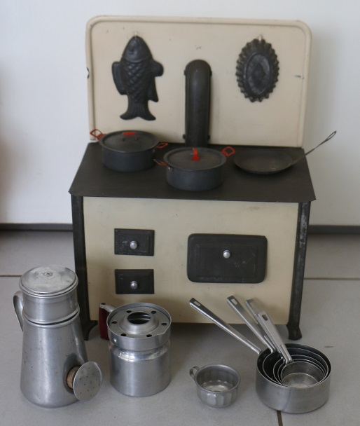 Les jouets d 39 une fillette 1950 39 s broc 39 en 39 guche for Prix d une gaziniere