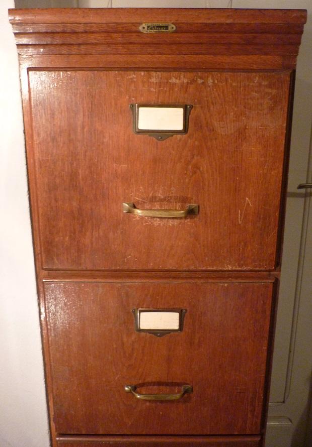 Meuble classeur en bois broc 39 en 39 guche for Bureau meuble en vrac