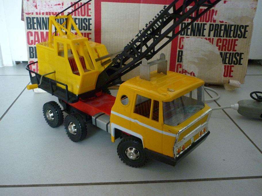 jouet joustra camion grue broc 39 en 39 guche. Black Bedroom Furniture Sets. Home Design Ideas